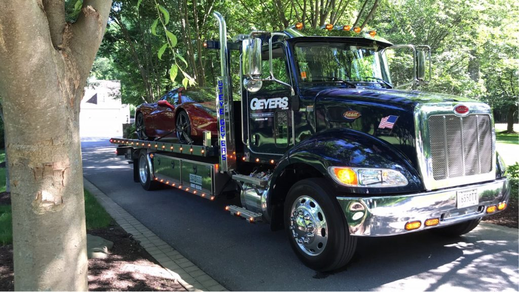 Geyers Flatbed Tow Truck