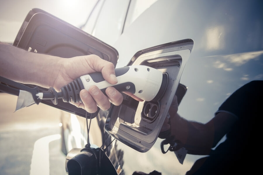 Understanding Electric Car Towing & Roadside Assistance Options 1
